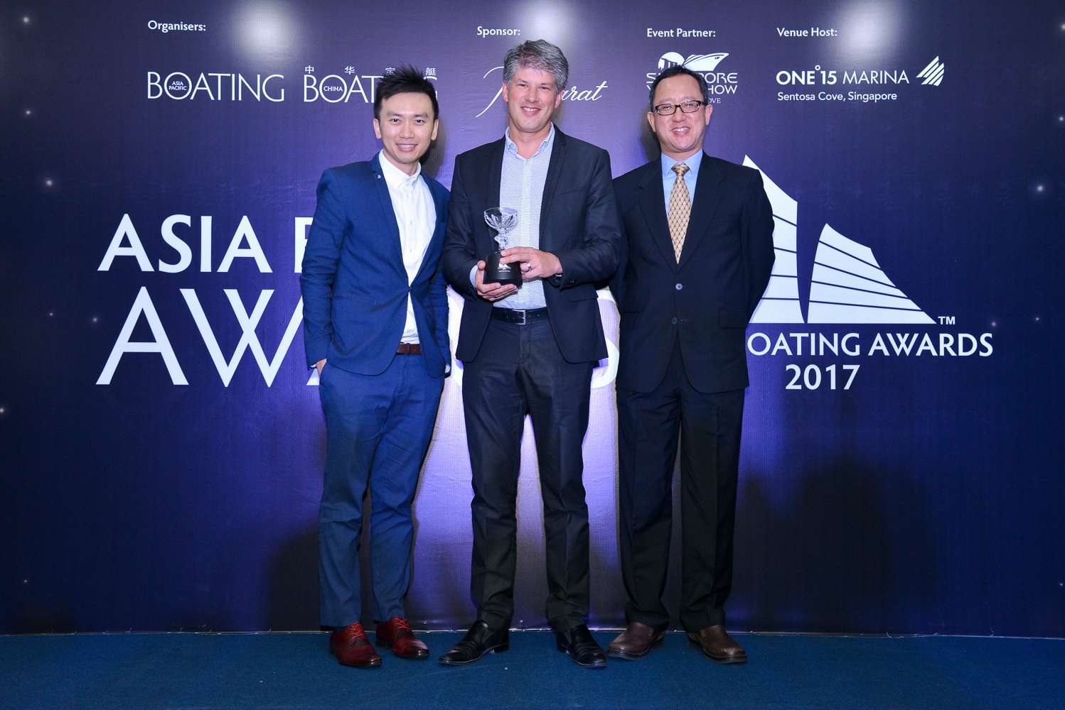 Erwin Bamps, CEO Gulf Craft receiving the Best Asian Built Yacht Award at the Asia Boating Awards 2017_LR.jpg