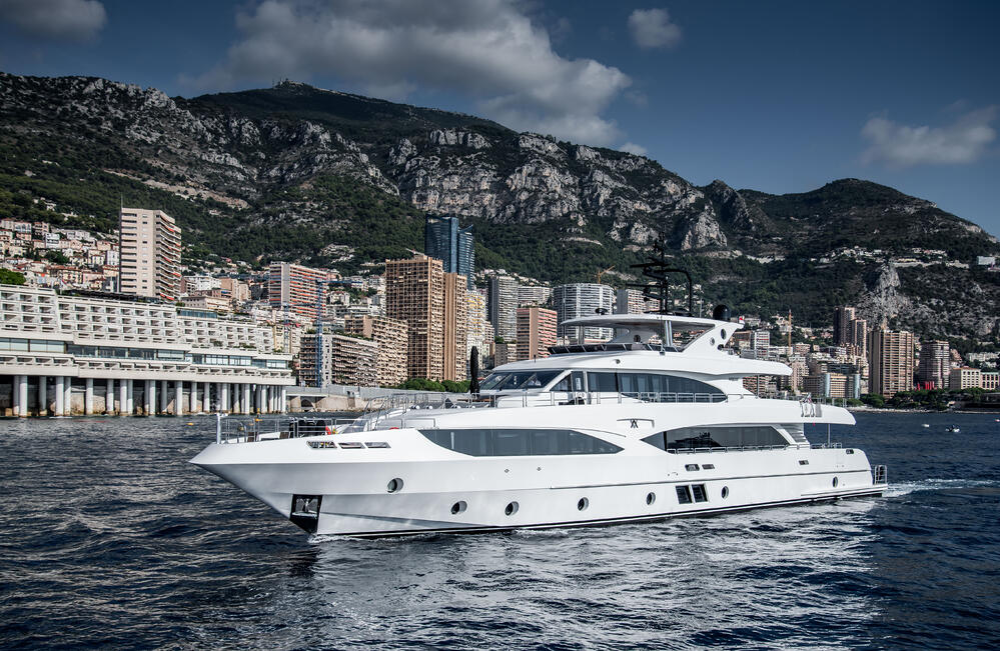 Majesty 125 MY AltaVita entering Port Hercules Monaco