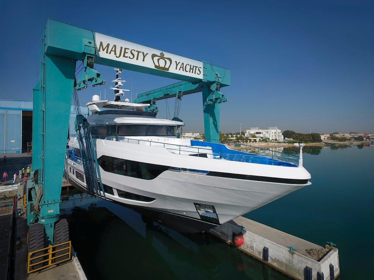 Majesty 120 Launching (2)-1