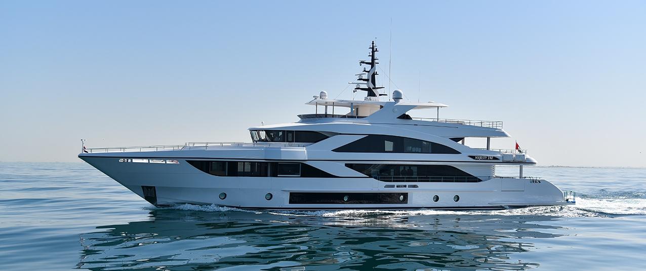 Majesty 140 by Gulf Craft