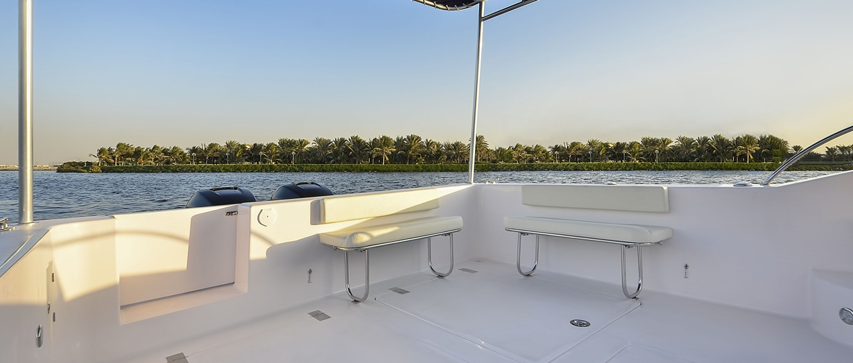 The cockpit of the Silvercraft 40 by Gulf Craft
