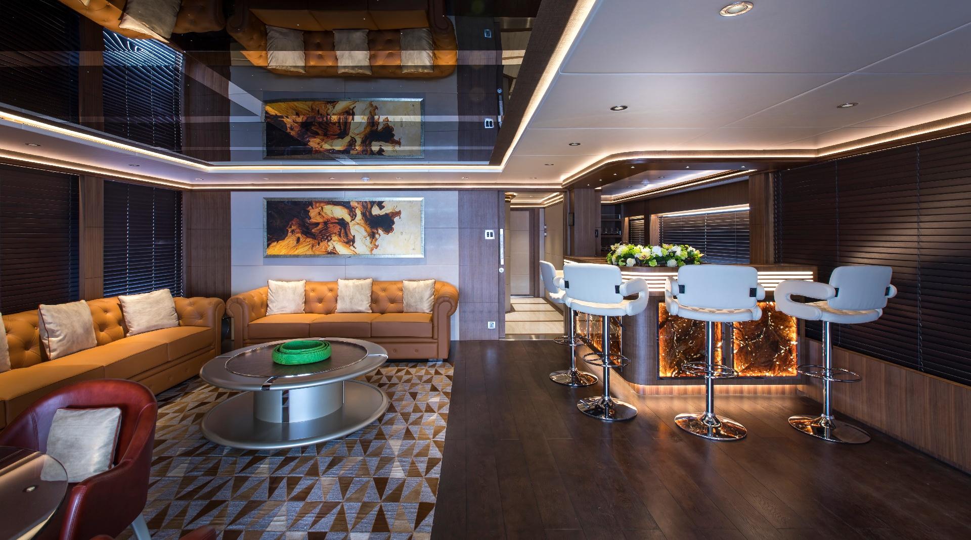 Majesty 140 - Cigar Lounge M/Y C'est La Vie