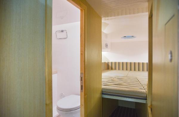 Silvercraft 36 HT Cabin, bathroom & cabin.jpg