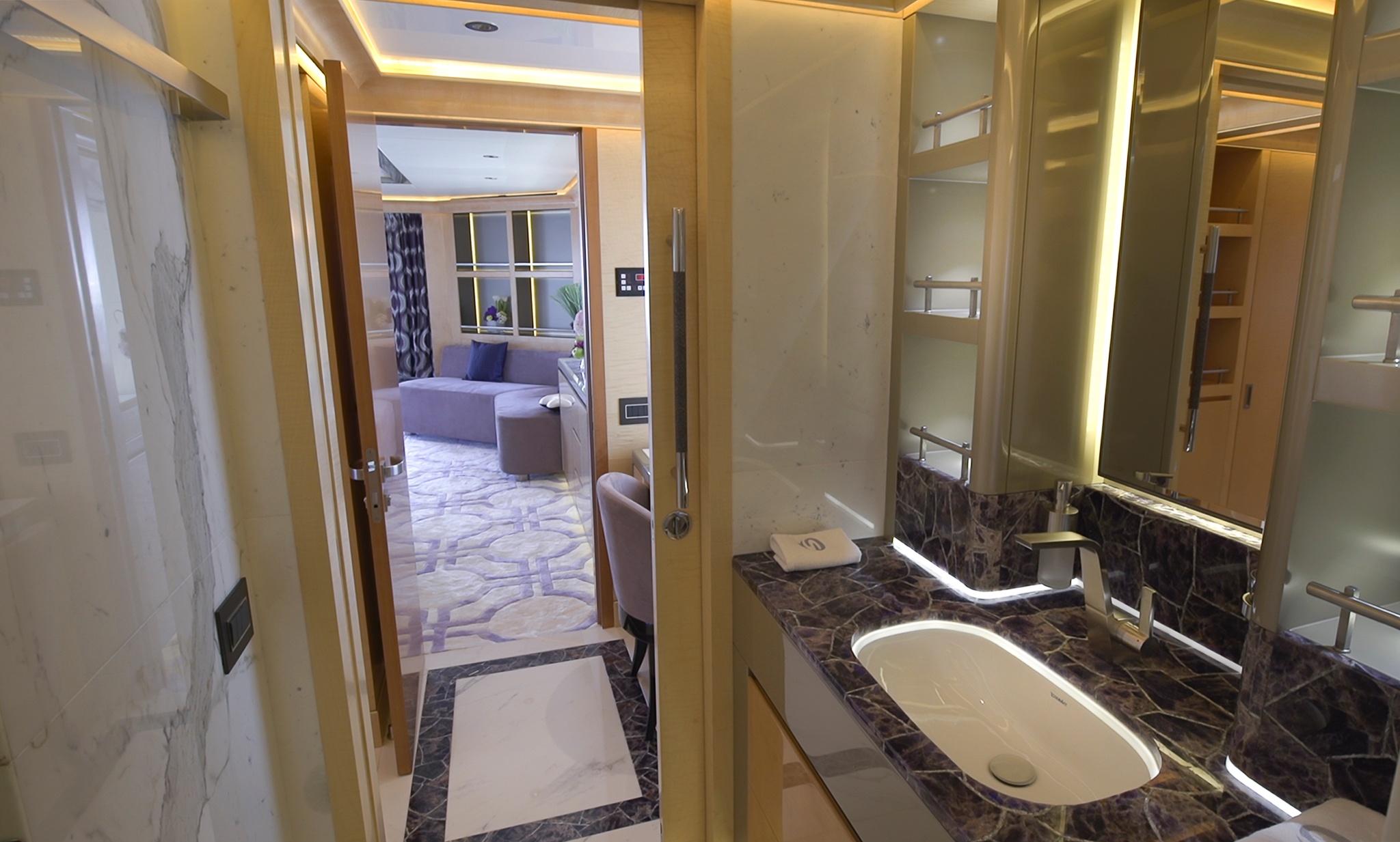 Owner's En Suite.jpg