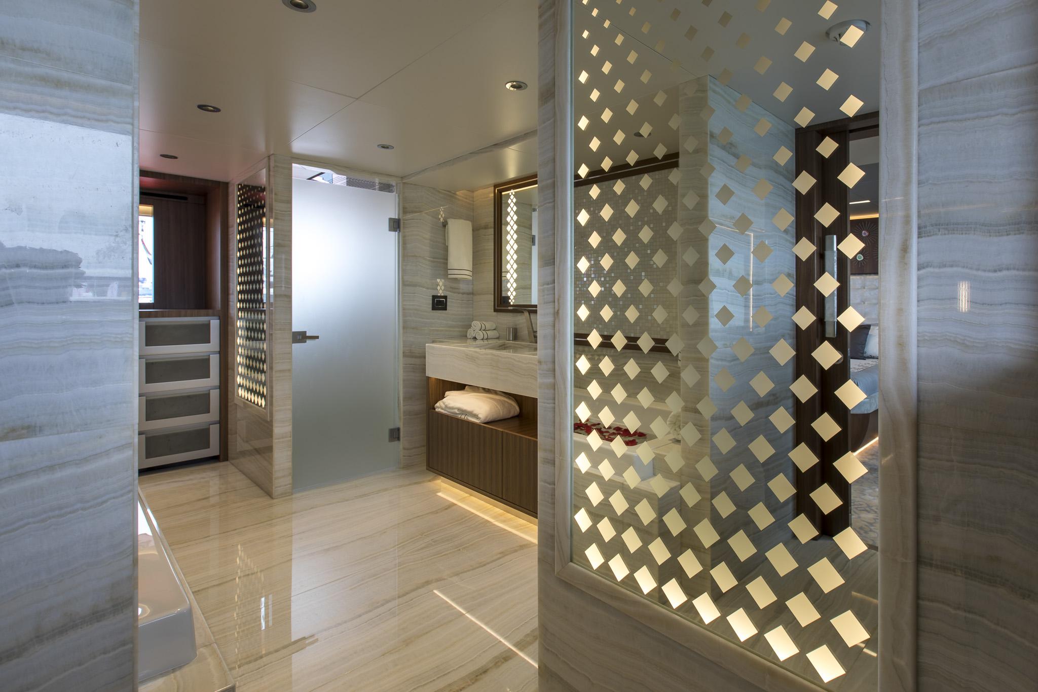Owner's En Suite (1).jpg