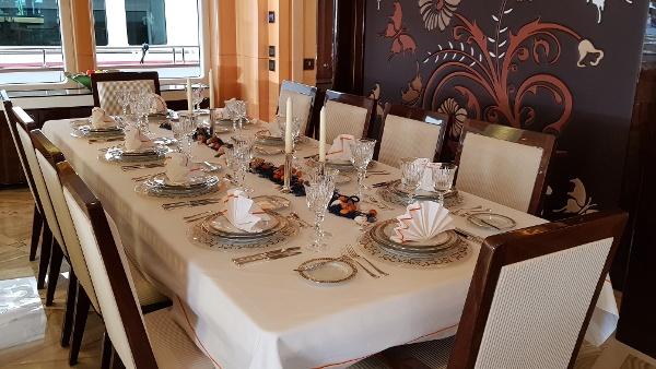 Majesty 155, Dining Area