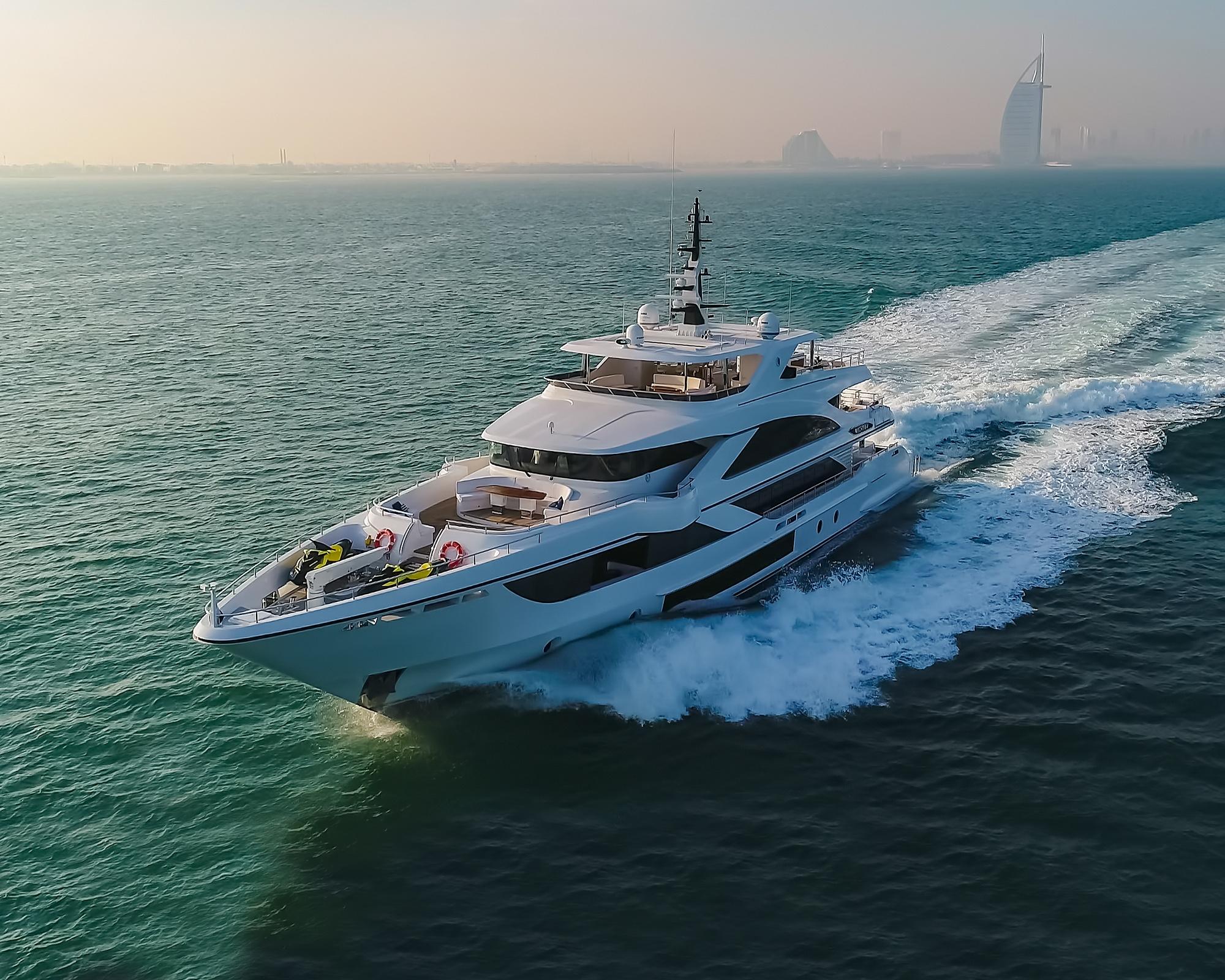 Majesty 140 Superyacht